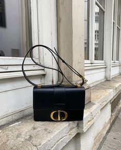 Dressing up and stepping out in party season wearing ad My Bags, Purses And Bags, Work Purse, Clutch Bag, Tote Bag, Summer Purses, Dior Fashion, Luxury Fashion, Totes