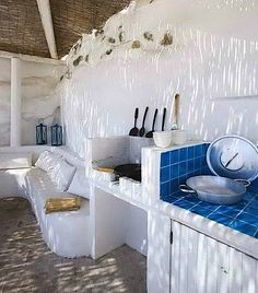 My grandmother had an outdoor kitchen similar to this made by my grandfather in San Luis Potosí Cerrito de Rojas . Outdoor kitchen in Greece. Decor, Summer Kitchen, House Design, Pool House, House, Home, Outdoor Kitchen Design, Greek House, Outdoor Kitchen
