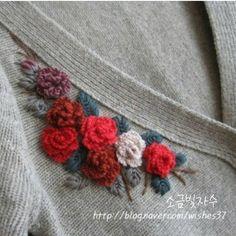 "412 Likes, 8 Comments - 소금빛 자수 saltlight embroidery (@saltlight_) on Instagram: ""쉐타에 꽃 수 놓았어요. 입던 쉐타...^^; 수놓는 방법은 <입체자수 꽃 나무 열매> 책을 참고하세요.^^ #소금빛자수 #쉐타에수놓기 #입체장미자수 #모사자수실…"""