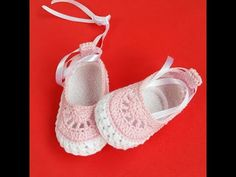Baby Shoes Pattern Knit Baby Shoes Baby Boots Crochet Shoes Love Crochet Crochet For Kids Baby Dress Tutorials Baby Chucks Baby Slippers Knit Baby Shoes, Crochet Baby Boots, Crochet Baby Sandals, Booties Crochet, Crochet Shoes, Love Crochet, Crochet For Kids, Baby Booties Free Pattern, Baby Shoes Pattern