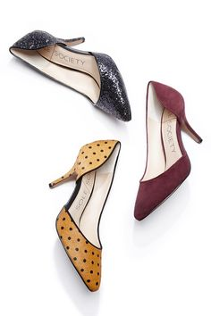 Comfortable pumps with a curvy half d'Orsay silhouette