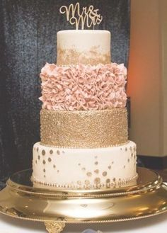 Floral Wedding Cakes Blush and gold colored four tier wedding cake - Blush Wedding Cakes, Floral Wedding Cakes, Elegant Wedding Cakes, Wedding Cake Designs, Rosegold Wedding Cake, Wedding Ideas, Wedding Cake Decorations, Wedding Pictures, Wedding Favors