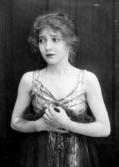 Bessie Love in Reggie Mixes In (1916)