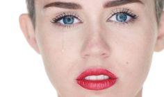 Miley Cyrus posta foto a chorar e diz que deixará os EUA se Donald Trump for eleito https://angorussia.com/entretenimento/famosos-celebridades/miley-cyrus-posta-foto-chorando-e-diz-que-deixara-os-eua-se-donald-trump-for-eleito/
