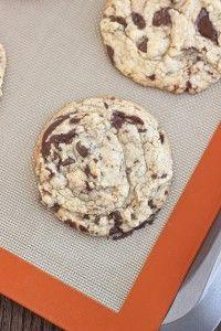 My Favorite Chocolate Chip Cookies | www.bakeyourday.net