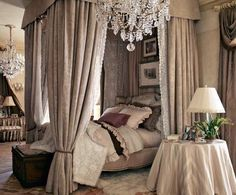 Bedrooms Flaunting Decorative Canopy Beds (35)