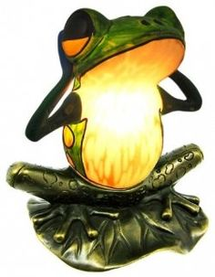 Frog figurine lamp