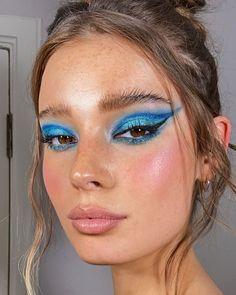 Eye Makeup Art, Blue Makeup, Skin Makeup, Makeup Inspo, Makeup Inspiration, Beauty Makeup, Bold Makeup Looks, Creative Makeup Looks, Pretty Makeup