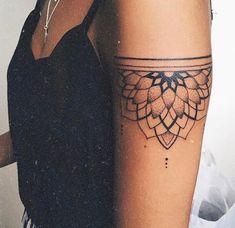 Tatoo × Mandala × Bras × Teint × Tatoo × Idées – Famous Last Words Mandala Tattoo Design, Flower Mandala Tattoo, Dotwork Tattoo Mandala, Geometric Mandala Tattoo, Tattoo Designs, Tattoo Flowers, Henna Designs Arm, Mandala Sleeve, Tattoo Floral
