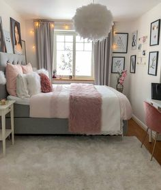 Girl Room Decor Ideas - How can a teenage girl decorate a small bedroom? Girl Room Decor Ideas - How do you decorate a small bedroom? Modern Minimalist Bedroom, Modern Bedroom Decor, Stylish Bedroom, Small Room Bedroom, Room Decor Bedroom, Bedroom Ideas, Bedroom Inspiration, Bedroom Furniture, Master Bedroom
