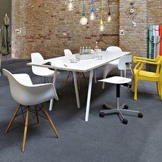 hay_loop_stand_table_minimum_berlin.jpg