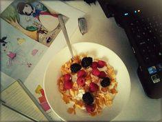 Cornflakes e frutos vermelhos