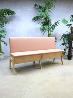 Stoere eettafel bank klepbank zitbank bestwelhip roze skai leren bekleding opbergruimte loft wonen interieurstyling eigen productie