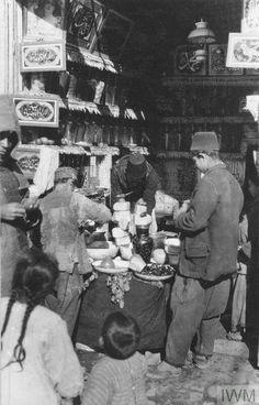 Mart 1917'de İstanbul'da bir bakkal dükkanı.