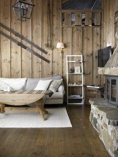 Fra å ha gulnet furu fra topp til tå, ble atmosfæren i hytta i Tuddal lun og… Tiny Log Cabins, Cottage Living Rooms, Outdoor Furniture, Outdoor Decor, Outdoor Living, Log Homes, Rustic Decor, Rustic Style, Interior Design