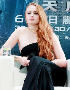 "54 Best Photos of Sophie Turner ""Sansa Stark"" HD 2020 Hollywood Celebrities, Hollywood Actresses, Hottest Women In Hollywood, Sophie Turner Xmen, Sofie Turner, Emma Watson, Karen Gillian, Sansa Stark, English Actresses"