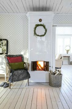 The house has a really homely atmosphere. This house was built in but there is feeling that time has stood still here. Swedish Farmhouse, Swedish Cottage, Swedish Decor, Swedish House, Cottage Chic, Farmhouse Style, Sweet Home, Interior And Exterior, Interior Design