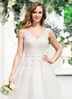 A-Line/Princess V-neck Tea-Length Bow(s) Zipper Up Regular Straps Sleeveless Beach Hall Garden / Outdoor Reception General Plus No Ivory Tulle Lace Wedding Dress