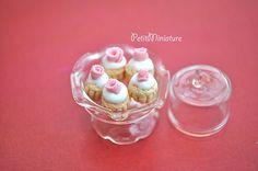 dollhouse-miniature-food-cupcakes-rose