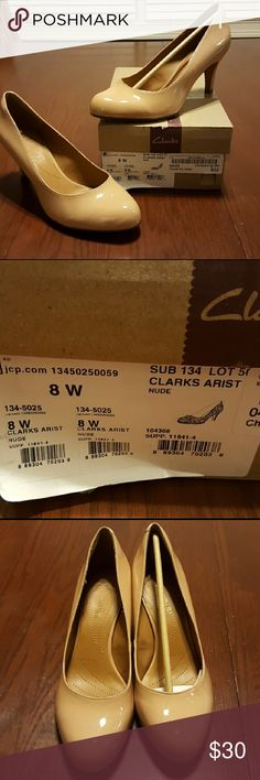 Clark's ARIST Nude Heels! Cute nude heels with a heel you can walk in all day.  Cushioned and made for comfort and style.  😍 NWT 8 Wide Clarks Shoes Heels