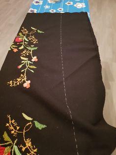 """Folden nede blir tråklet for så å få en """"usynlig"""" søm. Waist Skirt, High Waisted Skirt, Skirts, Fashion, Moda, High Waist Skirt, Fashion Styles, Skirt"""