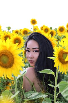 Summer photoshoot at local sunflower field ☀️ Picture Poses, Photo Poses, Picture Ideas, Photo Shoot, Photo Ideas, Senior Photo Outfits, Senior Pics, Senior Pictures, Sunflower Feild