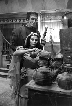 Cooking with Lily and Herman Munster. Yvonne De Carlo and Fred Gwynne in the classic TV sitcom The Munsters, The Munsters, Munsters Tv Show, Munsters House, Yvonne De Carlo, Beetlejuice, Frankenstein, Movies Showing, Movies And Tv Shows, Vampires