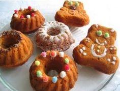 Çocuklarınız keklerden uzak duruyorsa onlara keki sevdirmenin yolu minik keklerden geçer. Eğlenceli kek için buyrun tarifimiz;  Malzemeler:  2 yumurta 1 bardak sıvı yağ 1 bardak şeker 2-3 bardak un 1 kabartma tozu 1 vanilya 2 elma yarım limonun suyu 1 tatlı kaşığı tarçın yarım tatlı kaşığı kakao Yapılışı  Devamını Oku: http://www.kektariflerimiz.com/mini-kek-tarifi.html