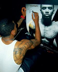 Trey songz signs his picture