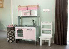 Het resultaat van wat Zweeds hout & plastic (IKEA) en een boel eigen creativiteit... Kid Spaces, Diy For Kids, Kids Room, Ikea, Vanity, Furniture, Home Decor, Play Kitchens, Toys