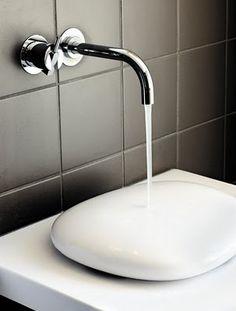 Interior design: cool vanity for your bathroom! White ceramics, home decor, accessories