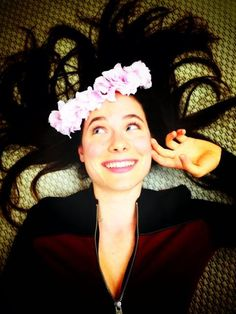Caroline Dhavernas in a #HANNIBAL Wardrobe Fitting Expresses her #FANNIBAL Gratitude with a Floral Crown pic.twitter.com/vwWKLNDyts