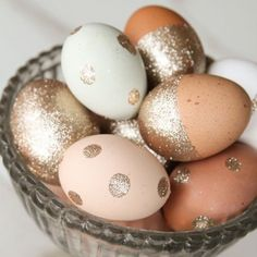 10 Ways to Decorate Your Easter Eggs | Tired of using the same old egg dyeing kit each spring? It's time to break out of your shell! We've gone to some of our favorite bloggers to find just a few fabulous ideas for decorating Easter eggs.