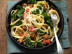 Linguine with Braised Kale, Garlic, and Turkey Sausage http://www.prevention.com/food/cook/26-amazingly-healthy-recipes?slide=14