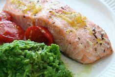 Rask oppskrift på sitronbakt laks med erte-/basilikummos fra @matpaabordet