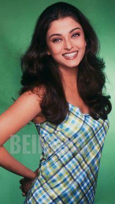 Aishwarya Rai Young, Aishwarya Rai Pictures, Aishwarya Rai Photo, Aishwarya Rai Bachchan, Amitabh Bachchan, Jodhaa Akbar, Indian Bridal Makeup, Vintage Bollywood, Aishwarya Rai
