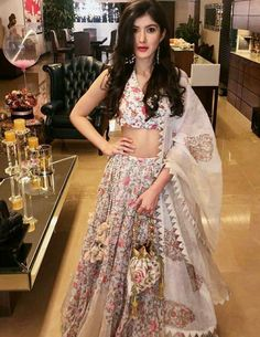 Indian Look, Dress Indian Style, Indian Ethnic Wear, Pakistani Dresses, Indian Dresses, Traditional Dresses, Traditional Styles, Girl Fashion, Fashion Dresses