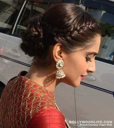 Sonam Kapoor at the store launch of Indian Bridal Fashion Week wearing Narendra Kumar Saree Punjabi Hairstyles, Open Hairstyles, Indian Bridal Fashion, Bridal Fashion Week, Front Braids, Diy Braids, Diva Fashion, Fashion Ideas, Day Makeup