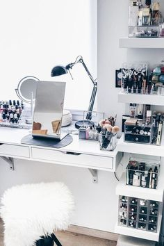 would love this makeup area to get ready. such a pretty vanity #makeupvanity