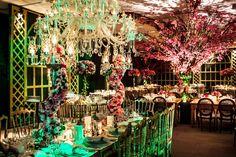 Nos arranjos florais, ousadia e muito bom gosto - Decoração João Callas - Crédito Lauro Maeda Photos