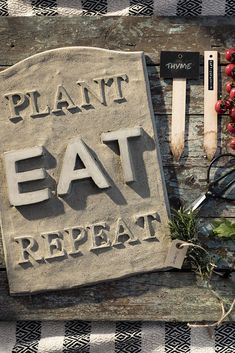 Concrete picture with letters www.pandurohobby.com Outdoor living by Panduro #decoration #DIY #urban #farming