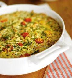 Tonnikalan ja riisin yhdistelmä on klassikko. Vaihtelua saa, kun käyttää purkkilohta tai murustaa joukkoon sinihomejuustoa.