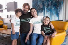 Unsere Familie ist keine normale Familie. Wir sind die coole Familie! 😉 Eine perfekte Mischung aus Chaos und Liebe und mit allem Drum und Dran.