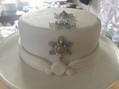 #christmascake #christmas #planitcake Christmas Cakes, Novelty Cakes, Butter Dish, Wedding Cakes, Birthdays, How To Plan, Desserts, Food, Wedding Gown Cakes
