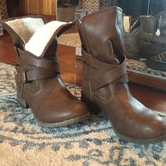 NWOT ankle boots Fleece lined ankle boots. Fold over top or keep it pulled up. Straps give it a edgy look. Not real leather. Jellypop Shoes Ankle Boots & Booties