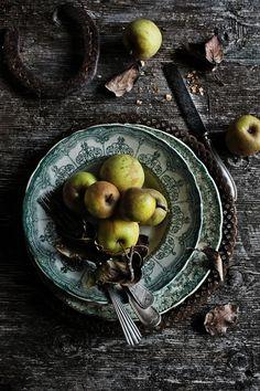 Pratos e Travessas: Uma tarte rústica de alheira, couve e maça verde | Alheira, green cabbage and green apple rustic tart | Food, photography and stories