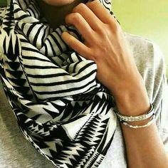 Neutral look scarf/echarpe qui va avec tout #stelladotstyle #stelladot