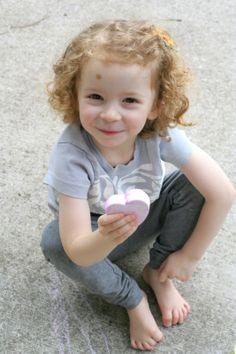 Faites votre propre trottoir / chaussée de Chalk de Fun à la maison avec les enfants