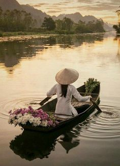 5 Best Asian Destinations For Female Solo Travelers Vietnam Travel, Asia Travel, Life Is Beautiful, Beautiful Places, Chillout Zone, Beautiful Vietnam, People Of The World, Culture Travel, Belle Photo