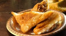 Brick de viande parfumée Bread Recipes, Snack Recipes, Snacks, Cas, Buffet, Making Whipped Cream, Beignets, Arabic Food, Keto Bread